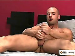 Cute muscle man puts toys up his nice ass hole and cums !
