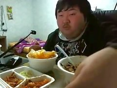 Chinese dud jerking off to food