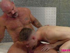 Hunk therapist Jack Dyer sucks clients veiny cock